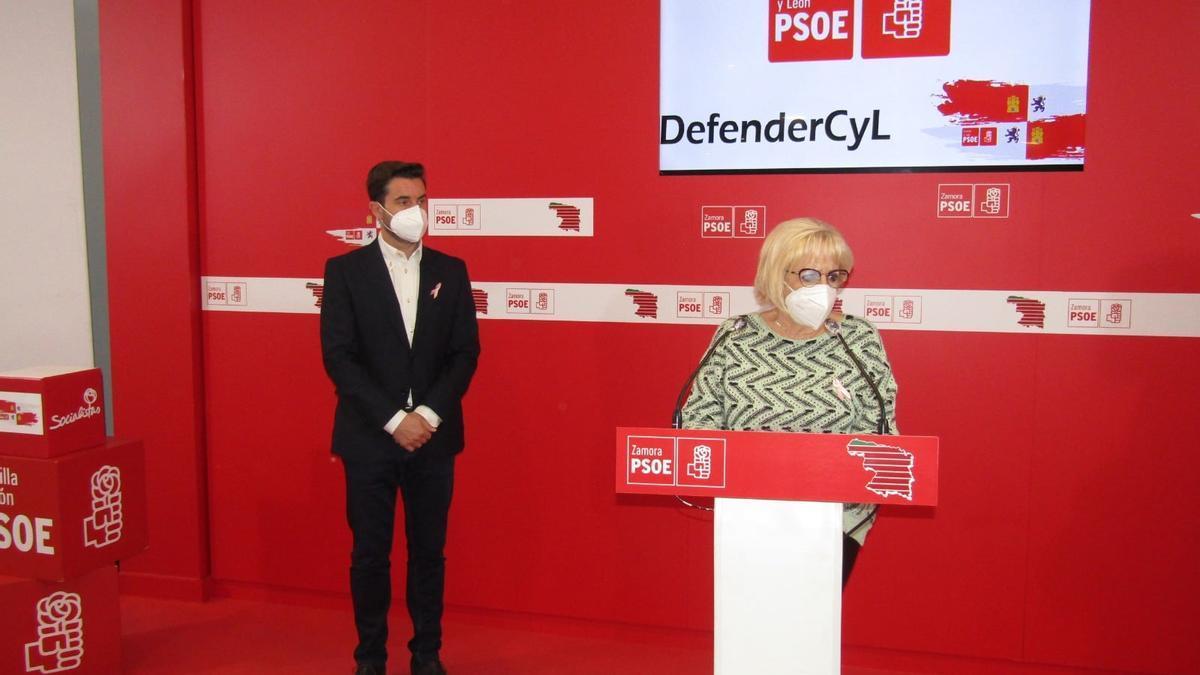 García Rioja junto a Fagúndez, en una rueda de prensa en la sede del PSOE en Zamora.