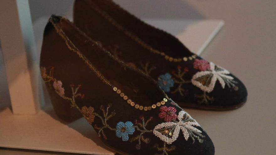 Zapatos tradicionales que forman parte de la vestimenta matrimonial