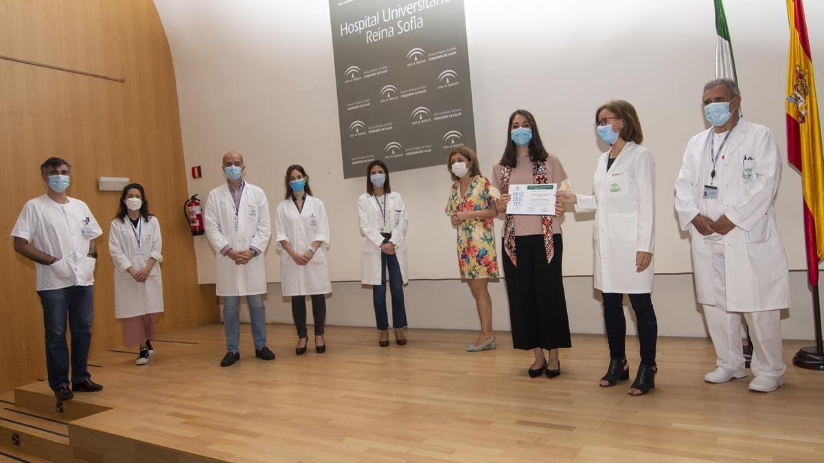 Laura Pérez Sánchez recibe el premio al Residente Excelente