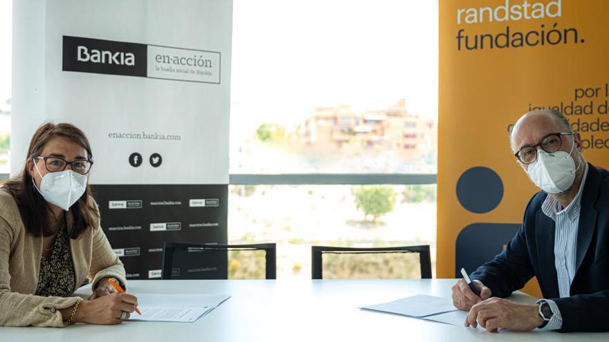 Bankia y Randstad crean talleres para reducir la brecha digital en personas con discapacidad