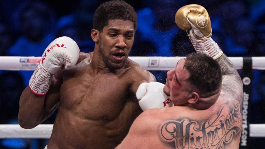 Joshua barre a Andy Ruiz y recupera los títulos mundiales del peso pesado