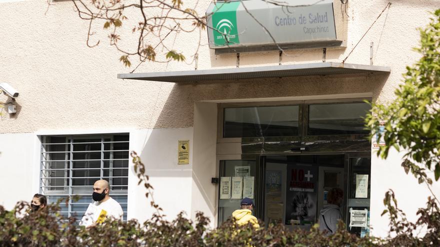 Bautista defiende que la atención presencial de los ambulatorios se limita en barrios con alta incidencia del virus
