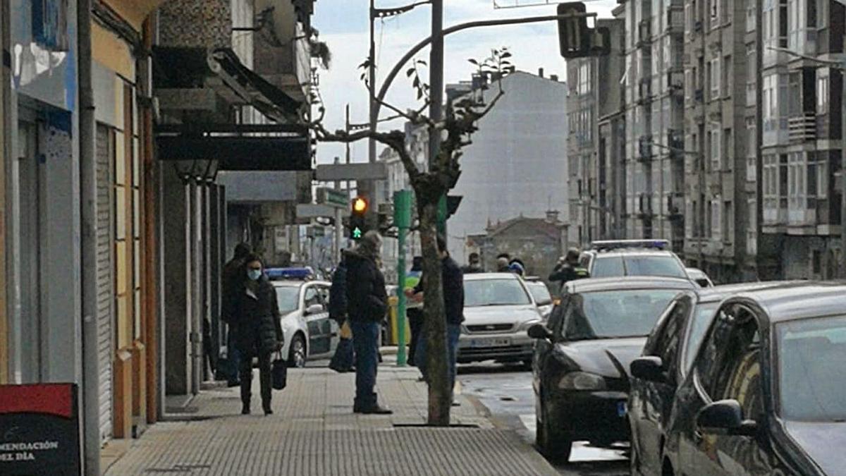 Imagen de la detención del atracador en la avenida Benito Vigo.