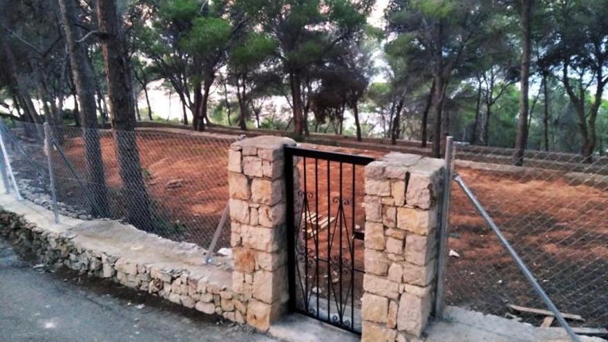 Cierran el acceso a la cala del Francés de Xàbia
