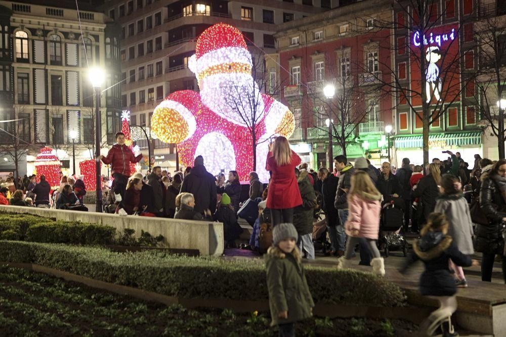 Encendido de luces navideñas en Gijón.