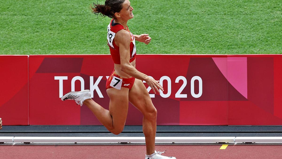 L'atleta banyolina, durant la prova dels 1.500 metres d'ahir a Tòquio.  | EFE/ALBERTO ESTÉVEZ