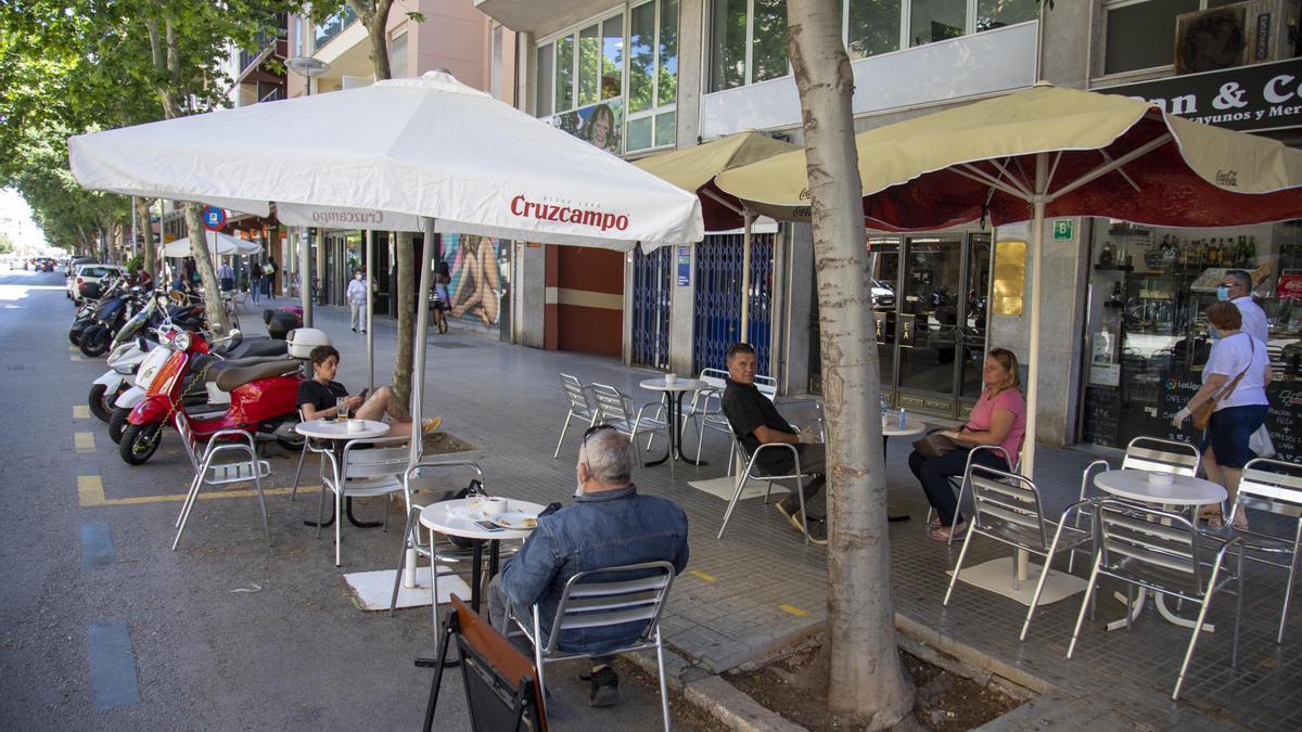 Las terrazas de los bares podrán tener abierto todo el día y hasta las 22:30 horas.