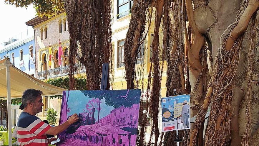 Javier Lorente saca los pinceles a las calles de Águilas para pintar la Plaza de España