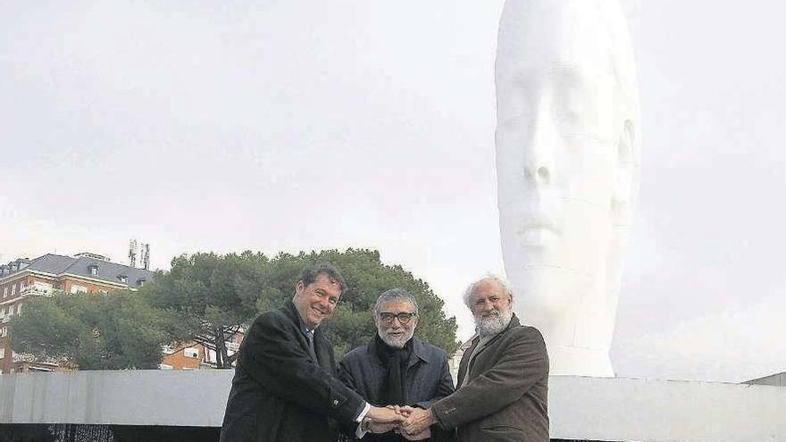 La Fundación Masaveu instala una obra de Plensa en la plaza de Colón