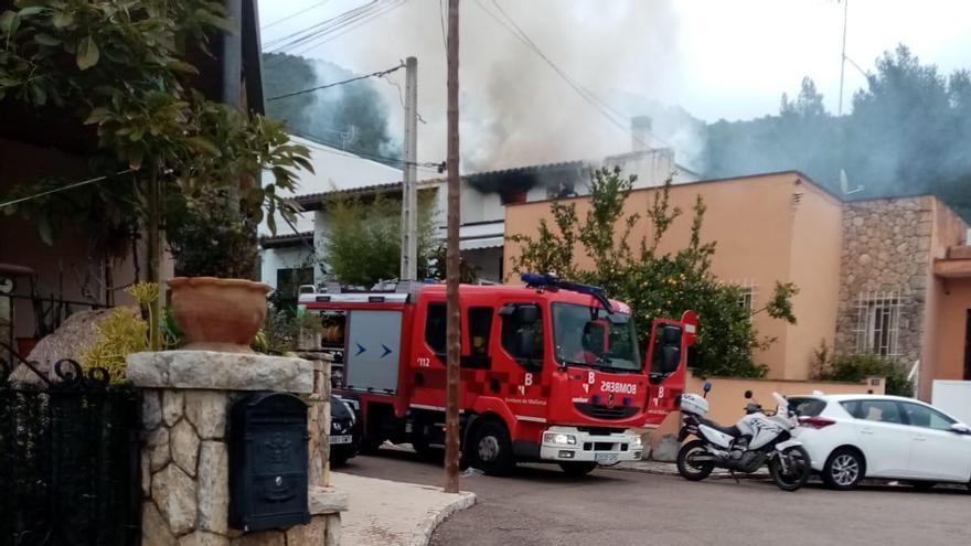 Un incendio originado en una chimenea causa grandes daños en un chalé de Bunyola