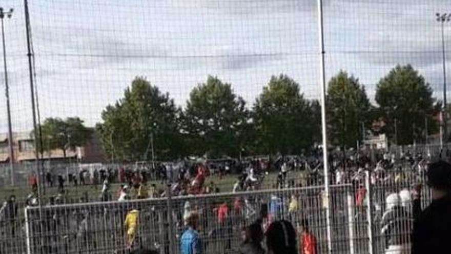 Cientos de personas acuden a un partido de fútbol ilegal en Estrasburgo