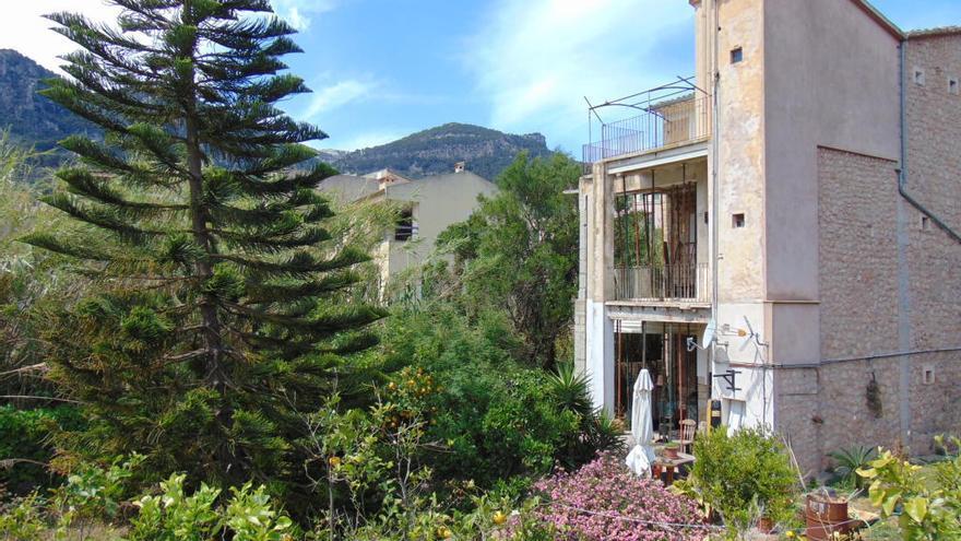 La caída de un muro de contención del Torrent Major de Sóller obliga a apuntalar una vivienda
