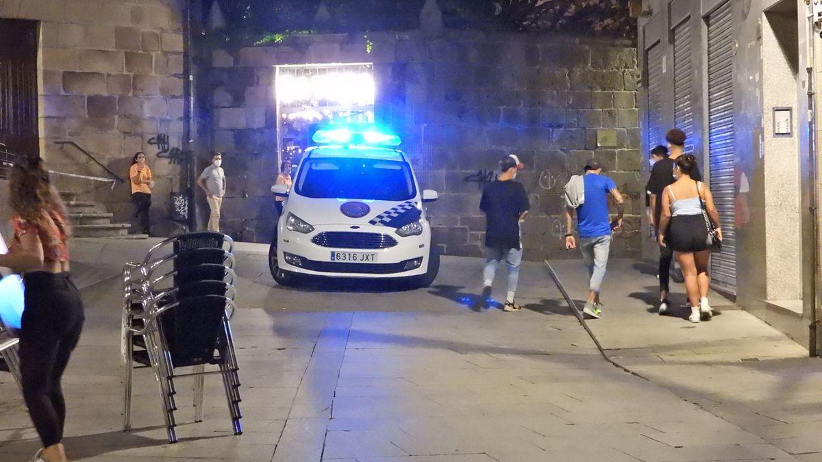 La Policía Local vigila la zona de botellón y ocio nocturno de Ourense.