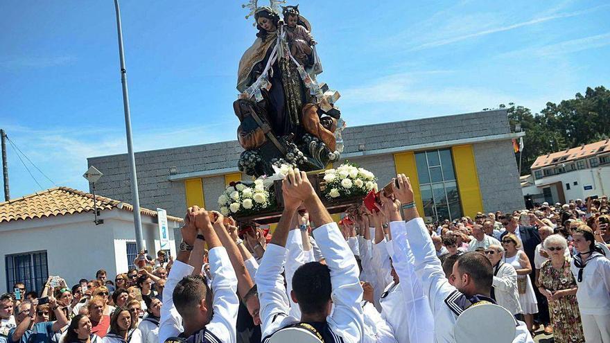 A Illa reduce las fiestas del Carmen a actos religiosos y un pequeño pasacalles