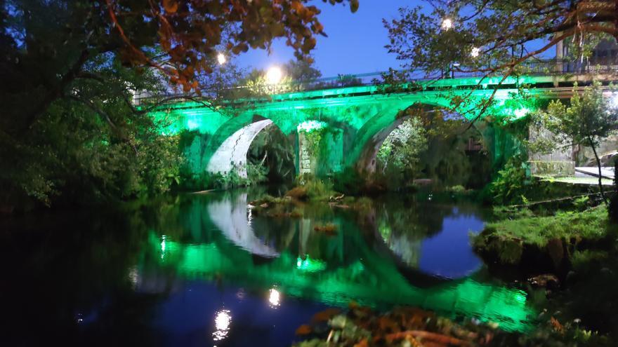 Ponte Caldelas estrena iluminación en el puente románico
