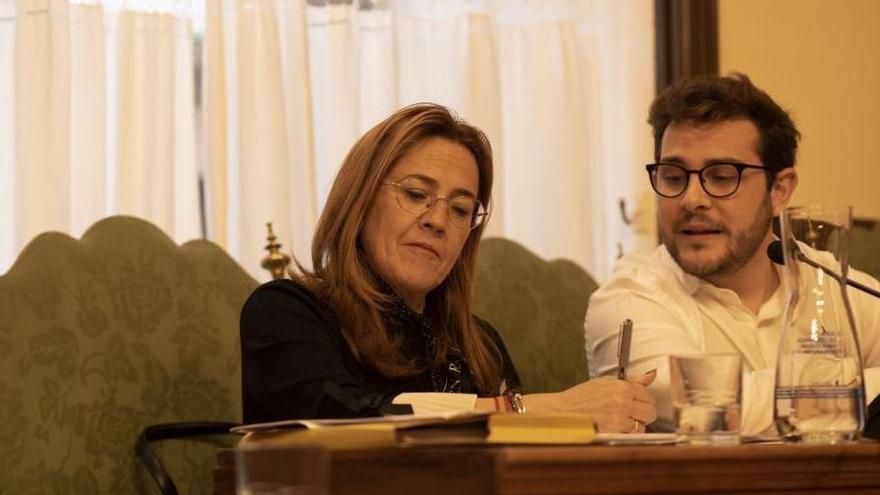 Mayte Martín Pozo y Víctor López, en uno pleno del Ayuntamiento de Zamora.
