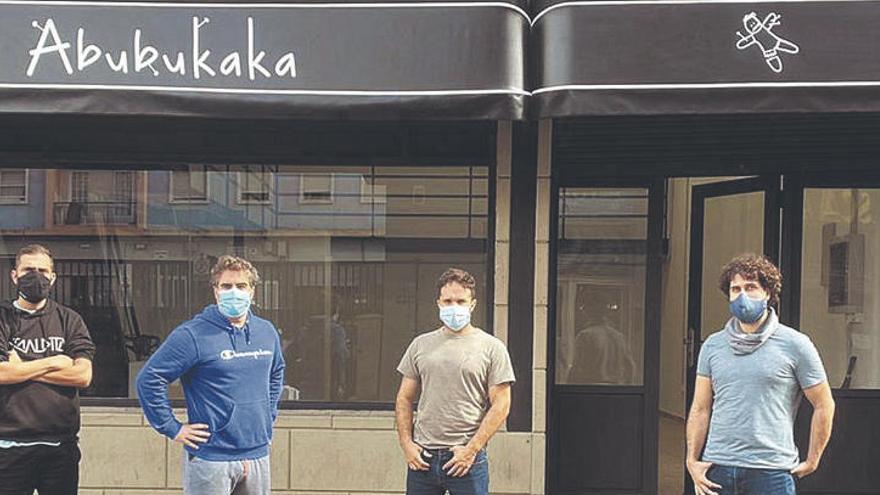 Abubukaka inaugura una tienda con academia de teatro en Heraclio Sánchez