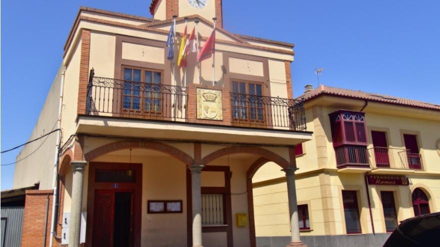 El Ayuntamiento de Moraleja regala calendarios y portamascarillas