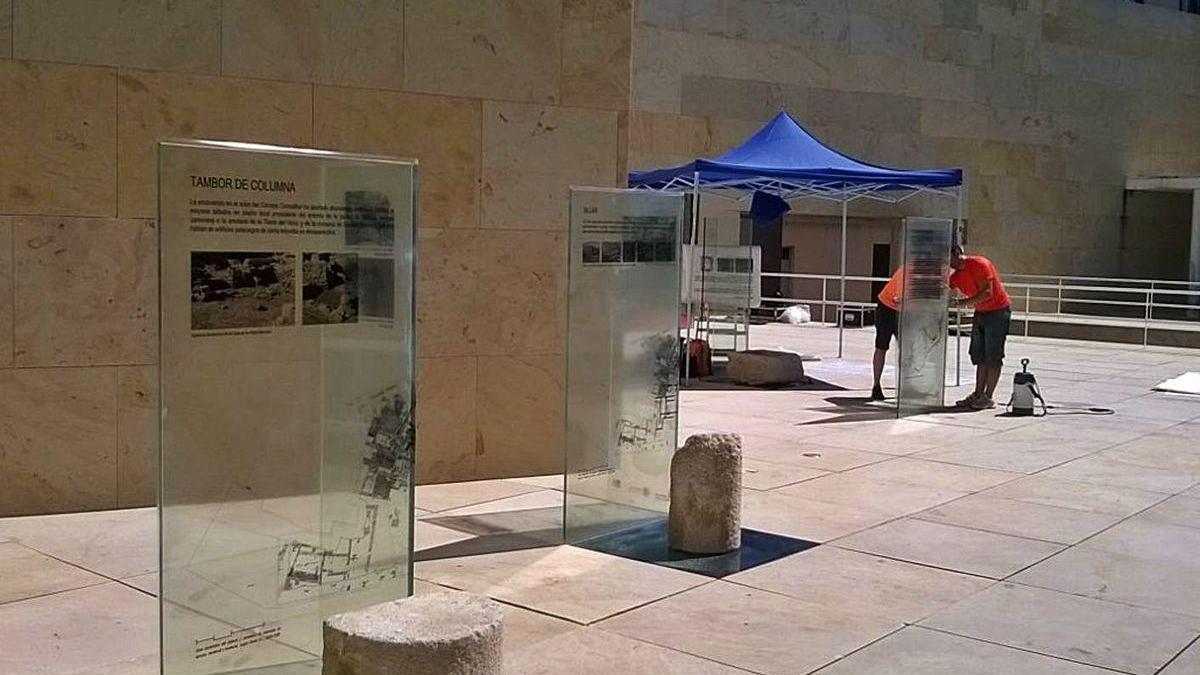 Montaje con parte del patrimonio que se realizó al aire libre en el Consejo Consultivo.