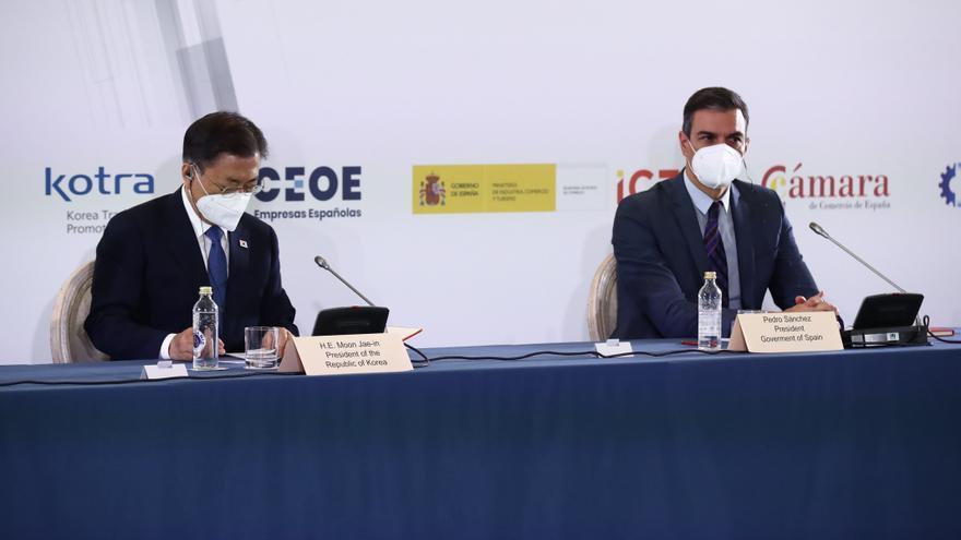 """Sánchez anuncia que """"aviat"""" l'ús de mascareta al carrer deixarà de ser obligatori"""