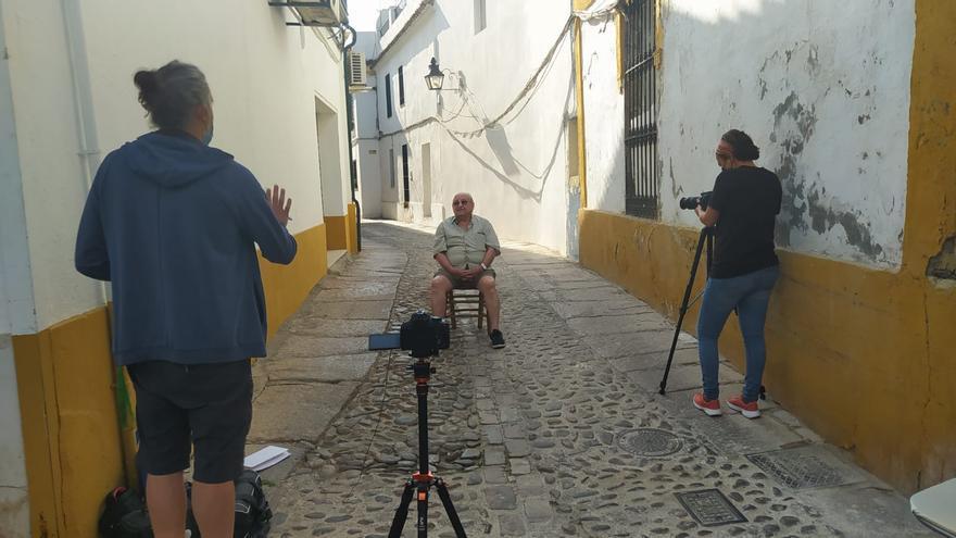 Vecinos de San Agustín recopilan la memoria viva del barrio en un documental