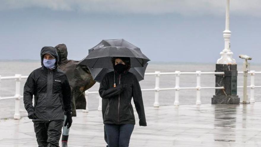 La nieve mantiene cerrados varios puertos de montaña en Asturias y Cantabria