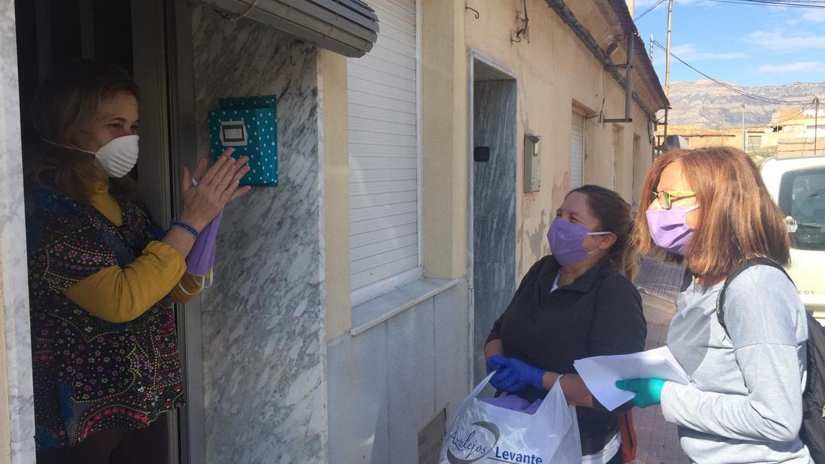 Agost (Alicante) dedica el 8 de Marzo a las mujeres que fabricaron 30.000 mascarillas al inicio de la pandemia