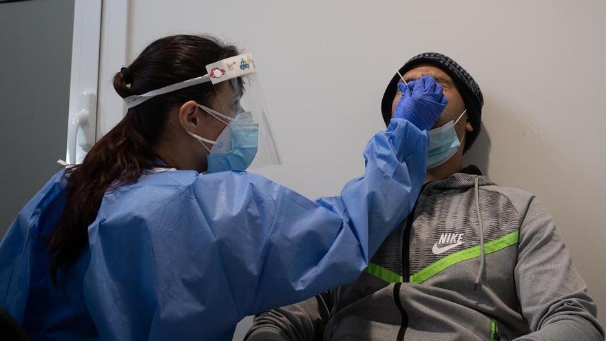 Madrid estudia la posibilidad de realizar PCR y test de antígenos en hoteles