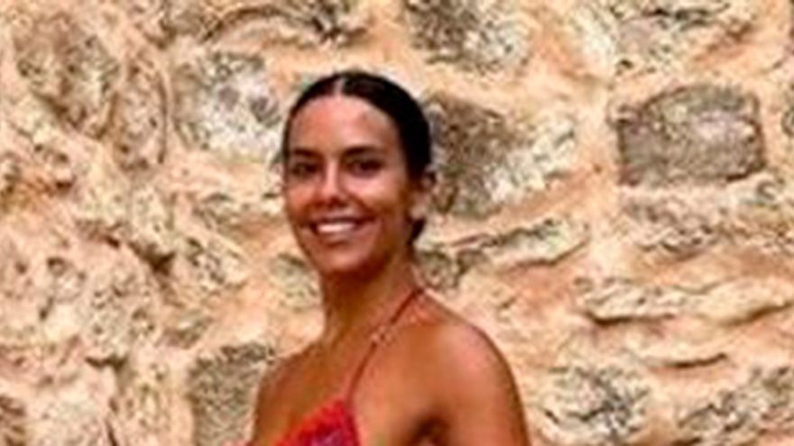 """Atacan duramente a Cristina Pedroche por su última fotografía: """"Vaya cuerpo escombros"""""""
