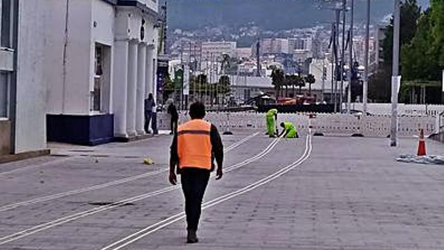 El Puerto señaliza el carril bici en el primer tramo reformado de As Avenidas
