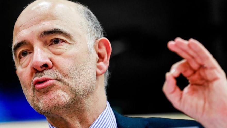 """Moscovici: España saldrá """"muy probablemente"""" del déficit excesivo en marzo"""