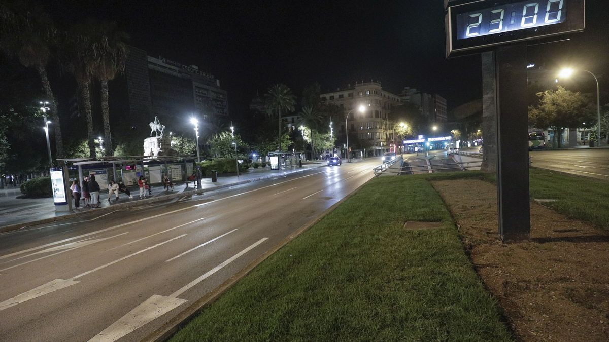 Imagen de archivo de la Plaza España cuando el toque de queda era a las 23:00