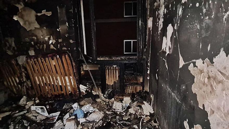 """Un policía local de Oviedo salva a una mujer tras arder su casa: """"Estaba en medio de una bola de fuego"""""""