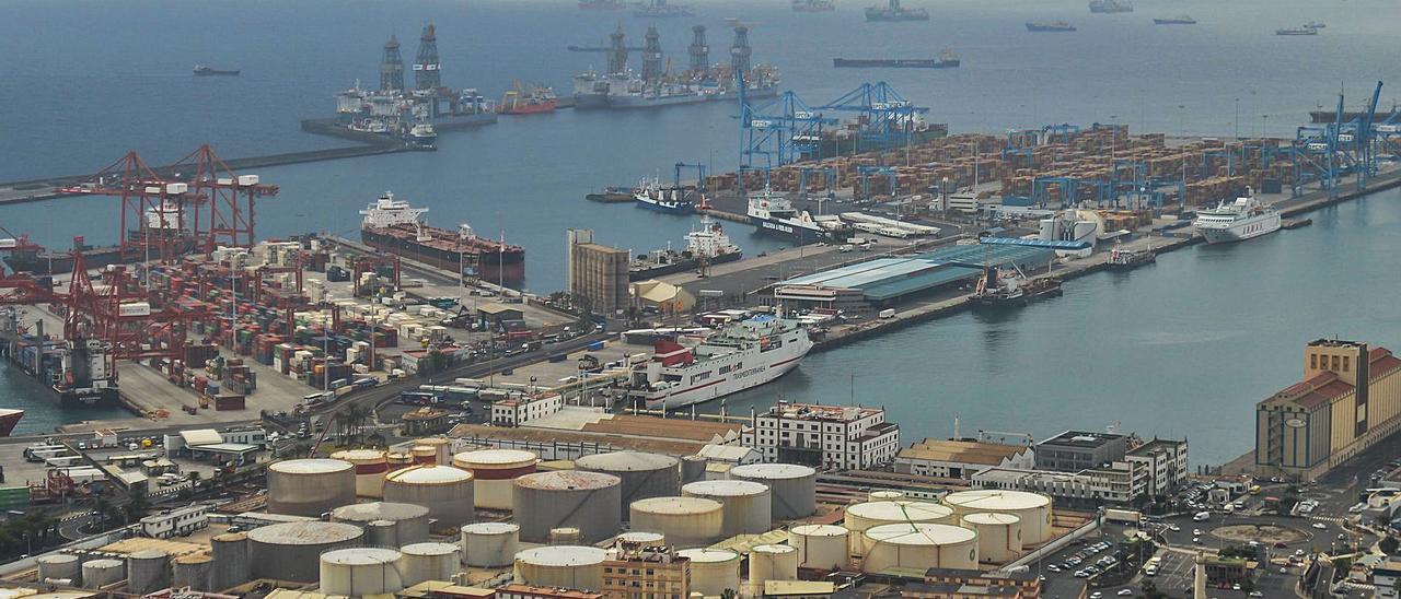 Vistas aéreas de los muelles e instalaciones del Puerto de Las Palmas | | JOSÉ CARLOS GUERRA