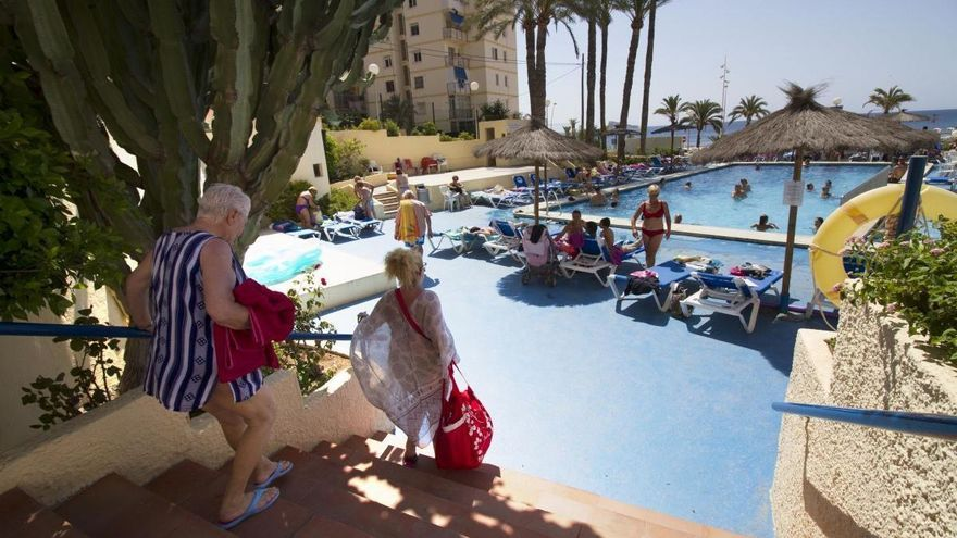 Caen un 88 % las pernoctaciones en apartamentos turísticos canarios en enero