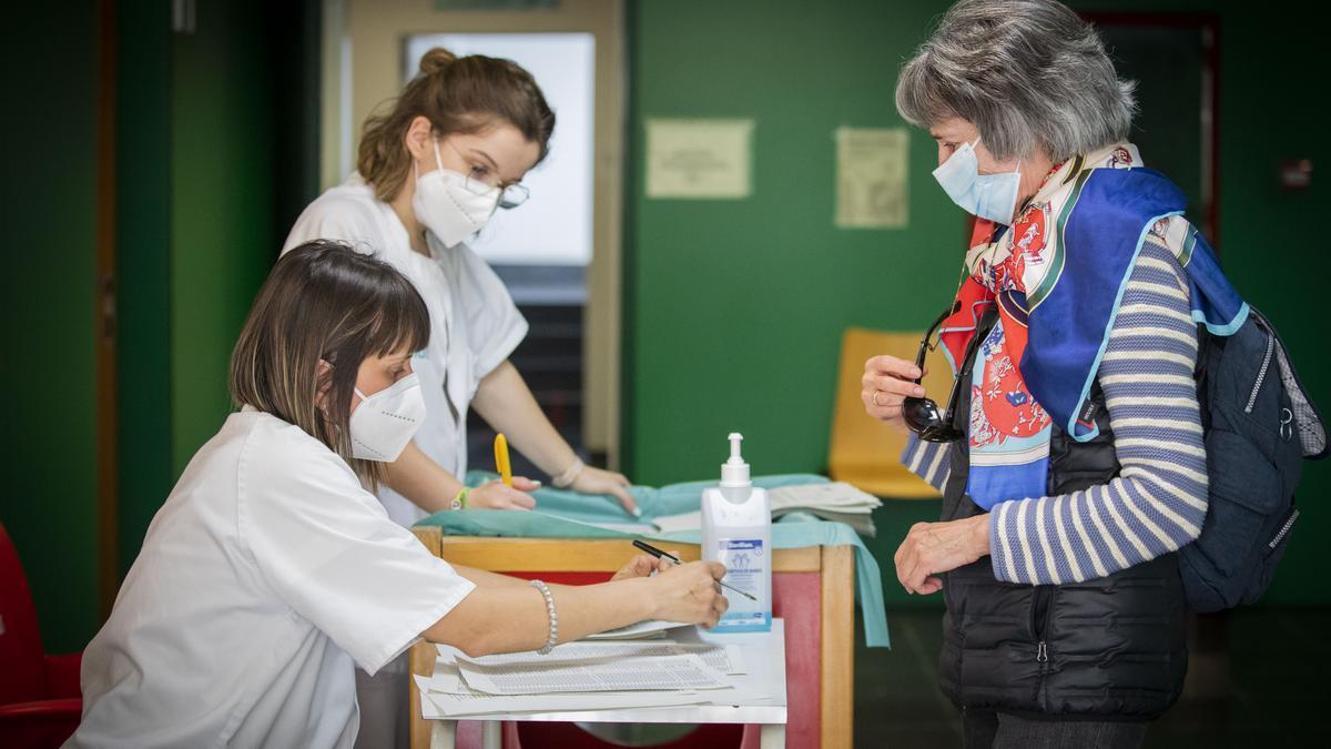 Vacunación en el centro de salud Actur Oeste.