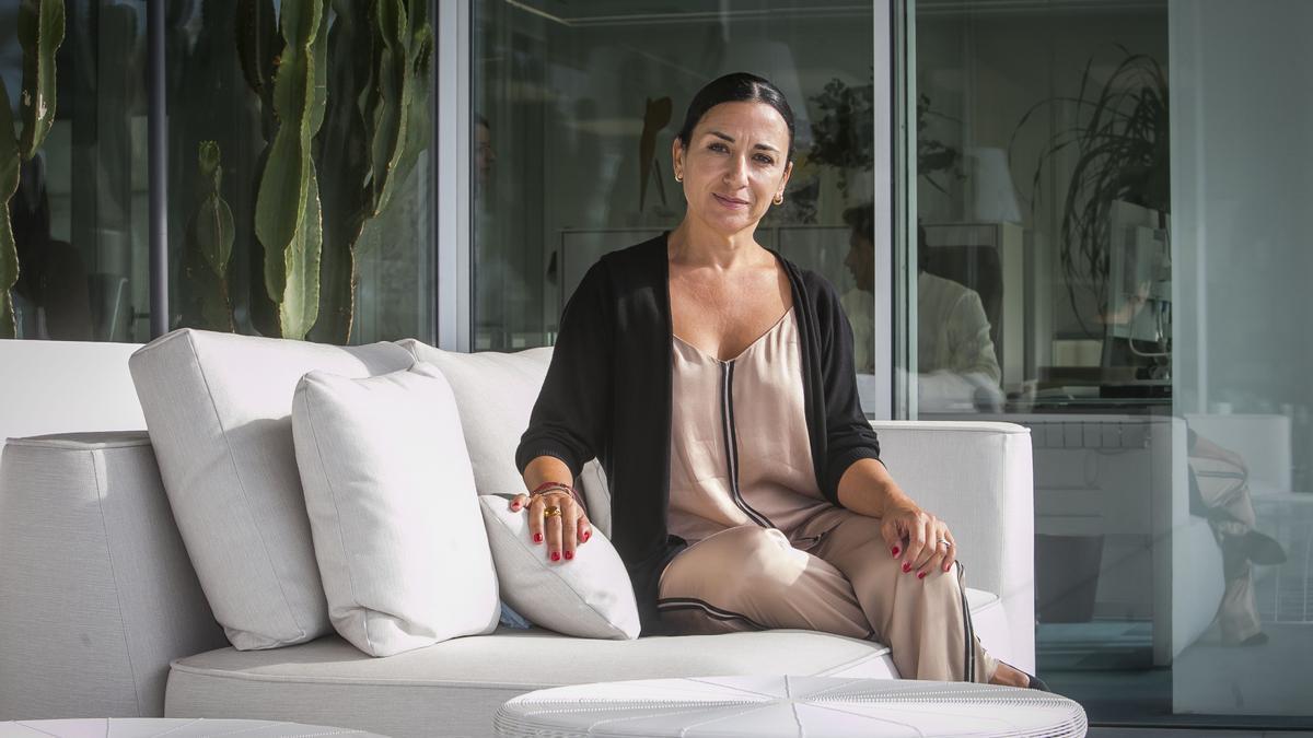 Eva Toledo, en la sede de la agencia Padima en Alicante.