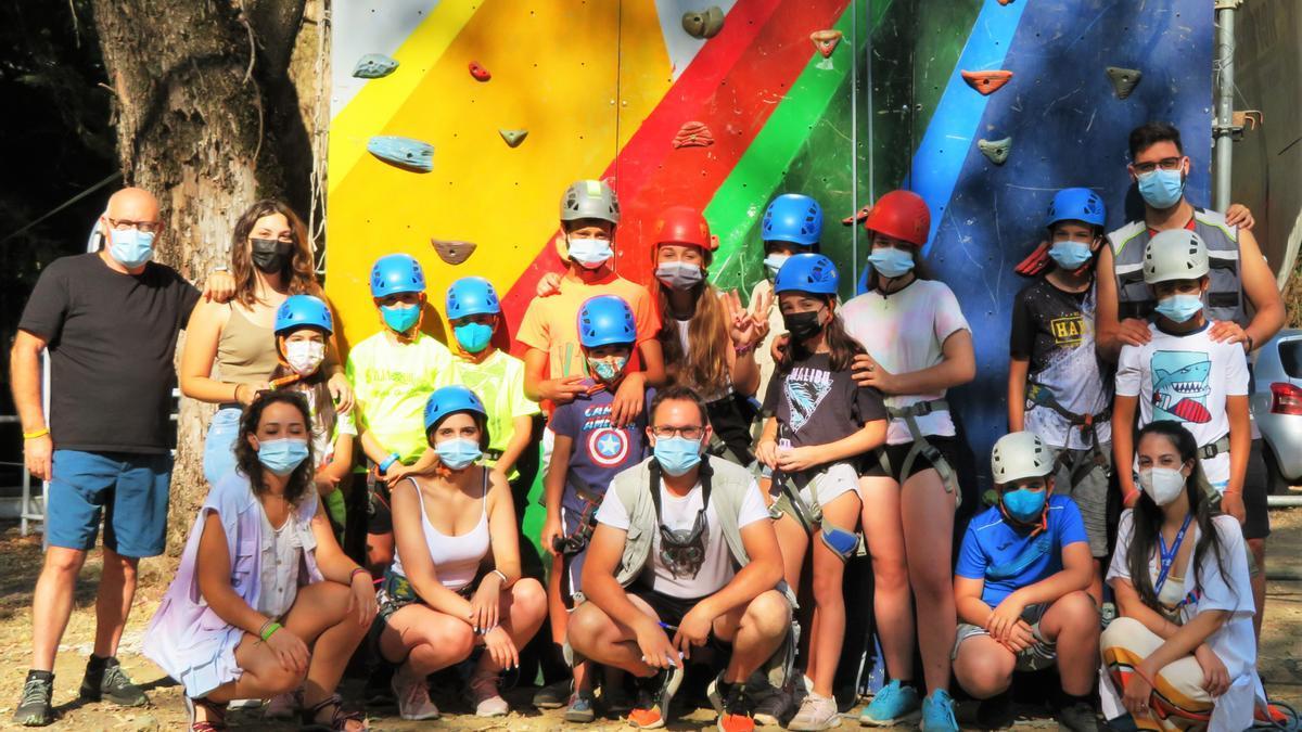 Monitores, coordinadores y menores del campamento FADEX