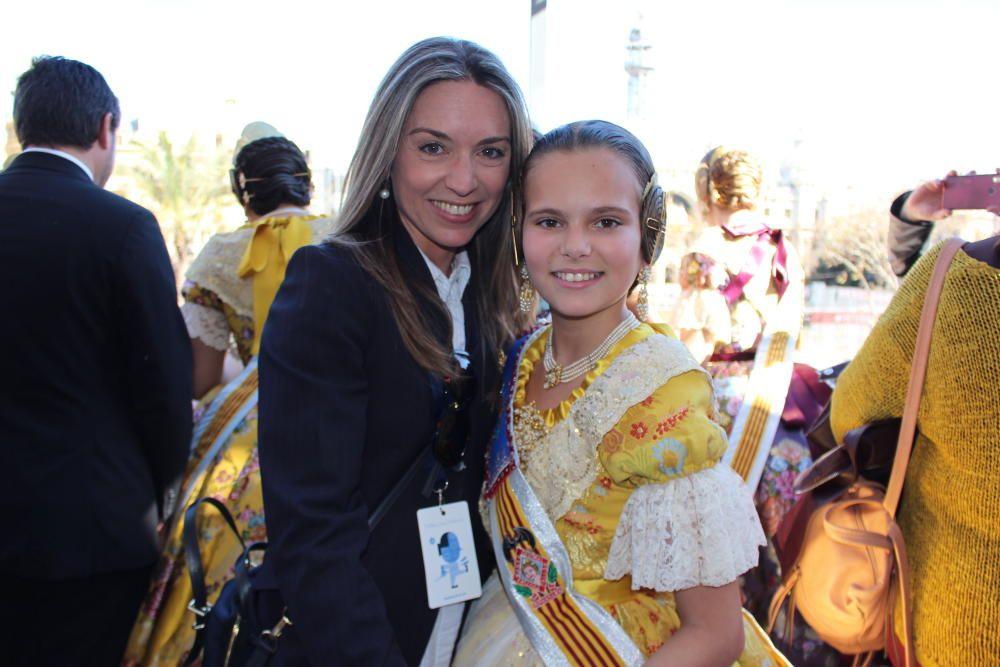 ... y Adriana con su tía, Vanessa Juan, que fue corte infantil en 1989 y mayor en 1997.