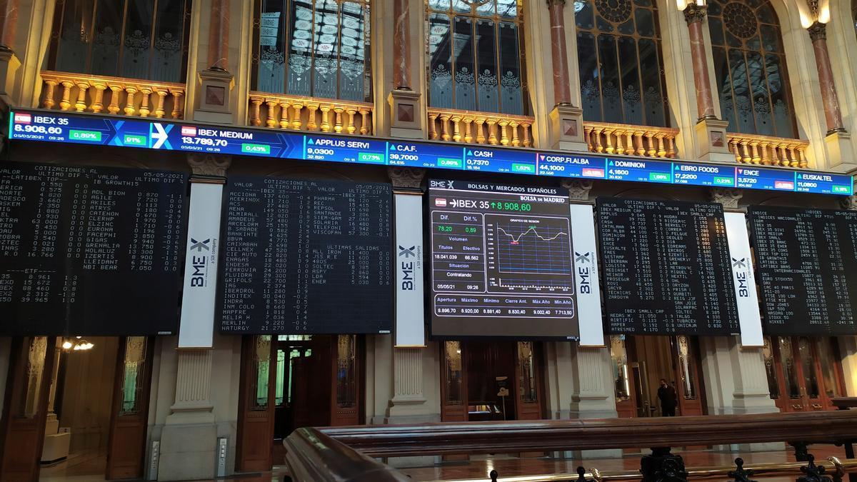 Imagen de las pantallas centrales del parqué de la Bolsa de Madrid.