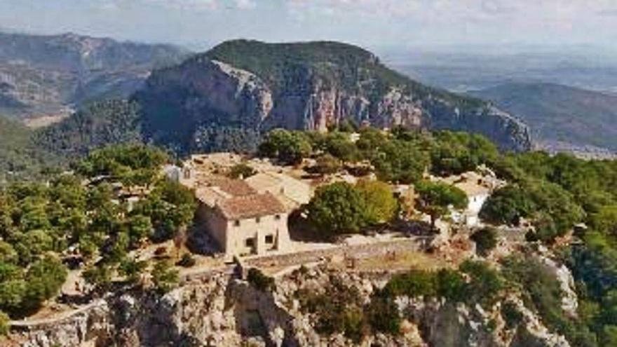 Alaró, obligado a cerrar el 'camí' del Castell debido a la saturación de vehículos