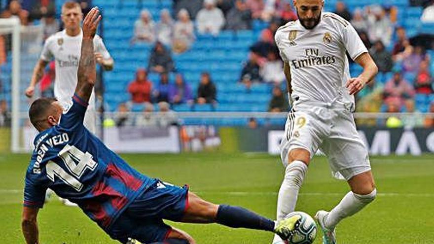 El Madrid venç el Llevant       però acaba demanant l'hora