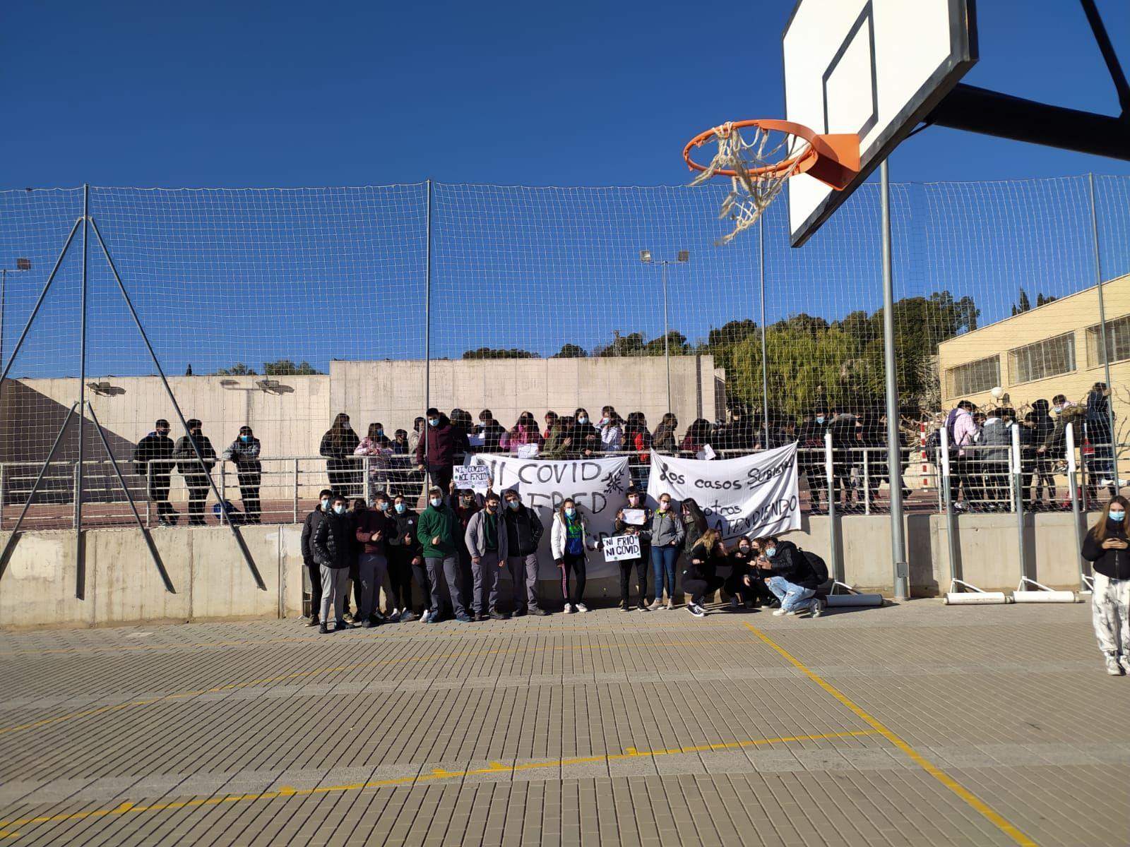 Los alumnos de la provincia de Alicante convocan paros y concentraciones en los patios contra el frío y el covid