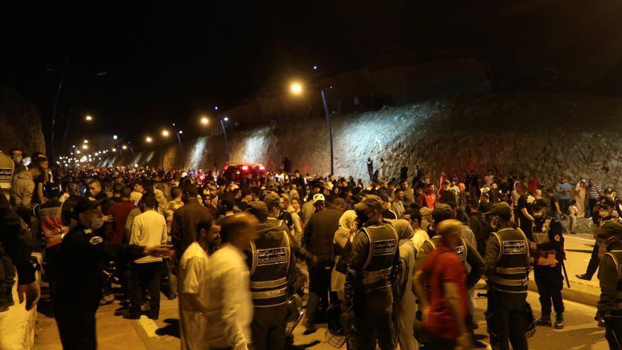 España moviliza al Ejército en Ceuta tras la entrada de más de 5.000 migrantes en 24 horas