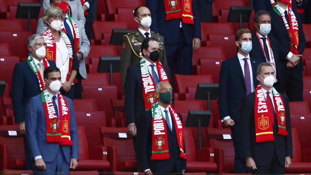 El Rey y Pedro Sánchez junto a los mandatarios portugueses.