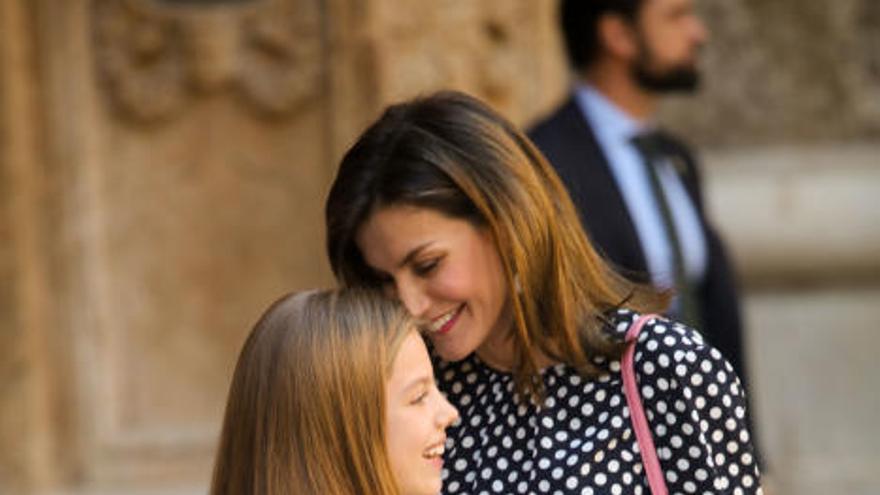 Altkönig Juan Carlos inklusive: Königsfamilie besucht Ostermesse