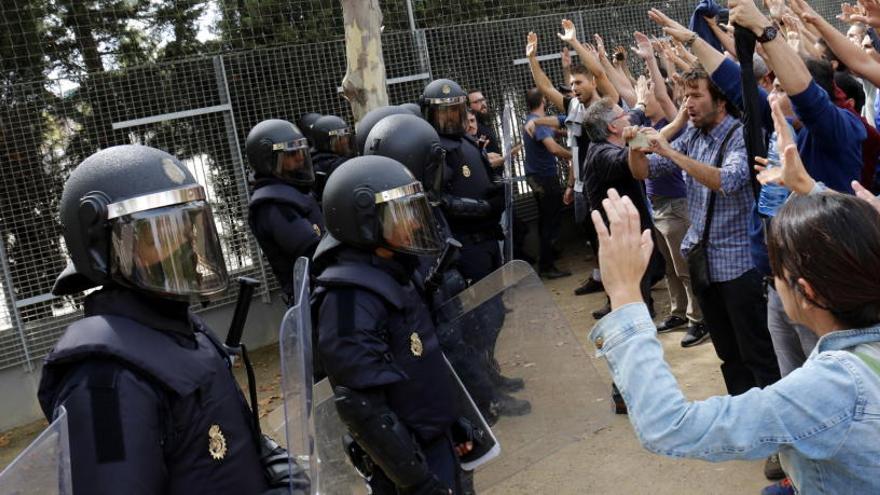 Mig any de l'1-O: polítics empresonats i a l'estranger, mobilitzacions al carrer, 155 i bloqueig polític