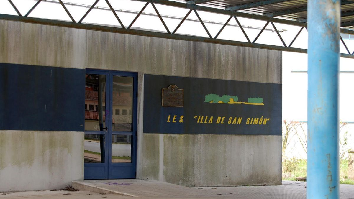 Entrada al IES Illa de San Simón de Redondela. // FdV
