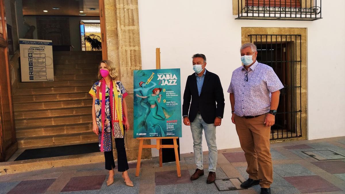 Sole Giménez, el alcalde de Xàbia y el edil de Cultura, hoy en la presentación del Xàbia Jazz