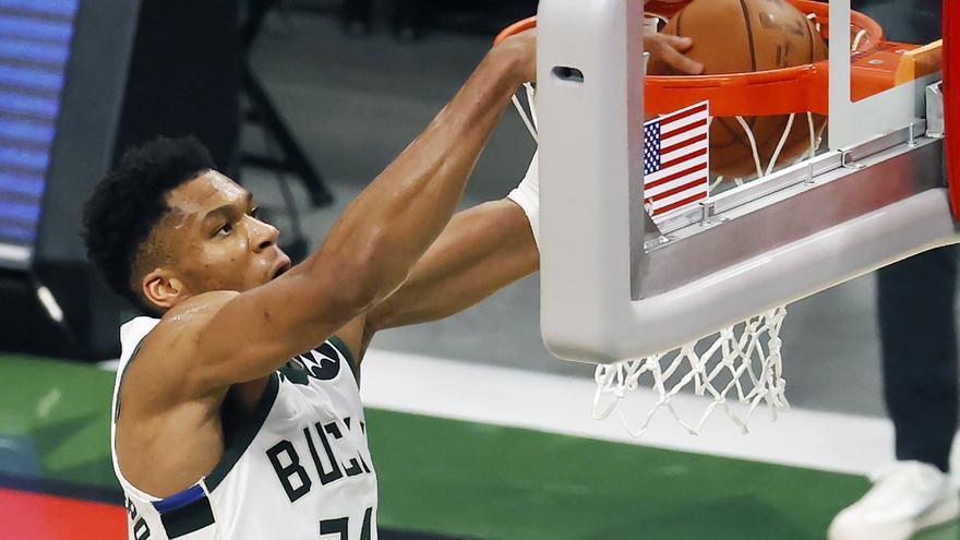 Los Bucks igualan las Finales ante los Suns superando el partidazo de Booker